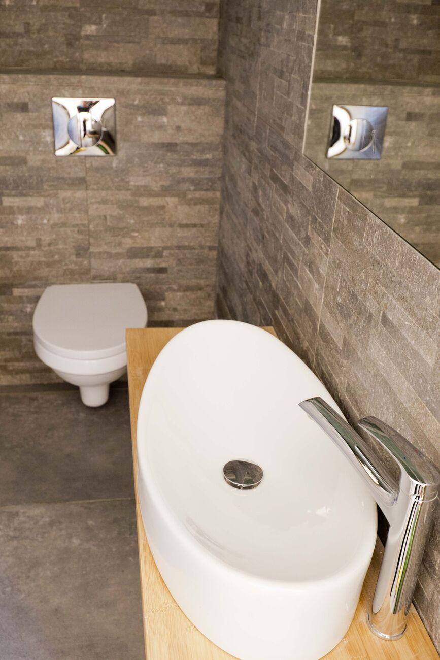 wyposażenie łazienek w apartamentach dla 6 osób